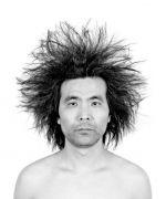 <p>孟煌,<em>走&nbsp;(No. 02&mdash;爆炸)</em>,2009-2012,9版,黑白摄影作品,75 x 62.5 cm,局部</p>