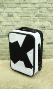 <p>艾未未,<em>Fairytale Luggage</em>,2007,织品,塑料,铁,57 x 22 x 38 cm</p>