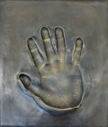 <p>Anatoly Shuravlev, <em>Reach out &ndash; Ai Weiwei</em>, 2013, bronze, concrete, 12 x 25 x 30 cm (bronze), 100 x 27 x 32 cm (plinth), edition of 3, detail</p>